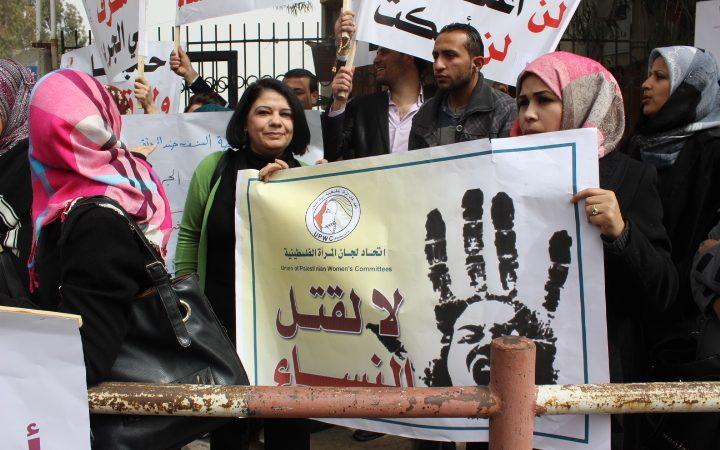 متظاهرون يطالبون بمتابعة جرائم النساء وتقديم الجناة للعدالة