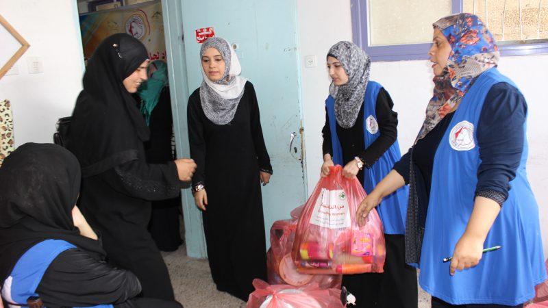 غزة: اتحاد لجان المرأة الفلسطينية يوزع 300 طردا لمتضرري الحرب ويؤكد استمراره في مساعدتهم
