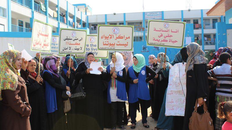 في وقفة تضامنية اتحاد لجان المرأة الفلسطينية يطالب بإيجاد حلول تساهم وضع حلول للنساء النازحات في مراكز الإيواء