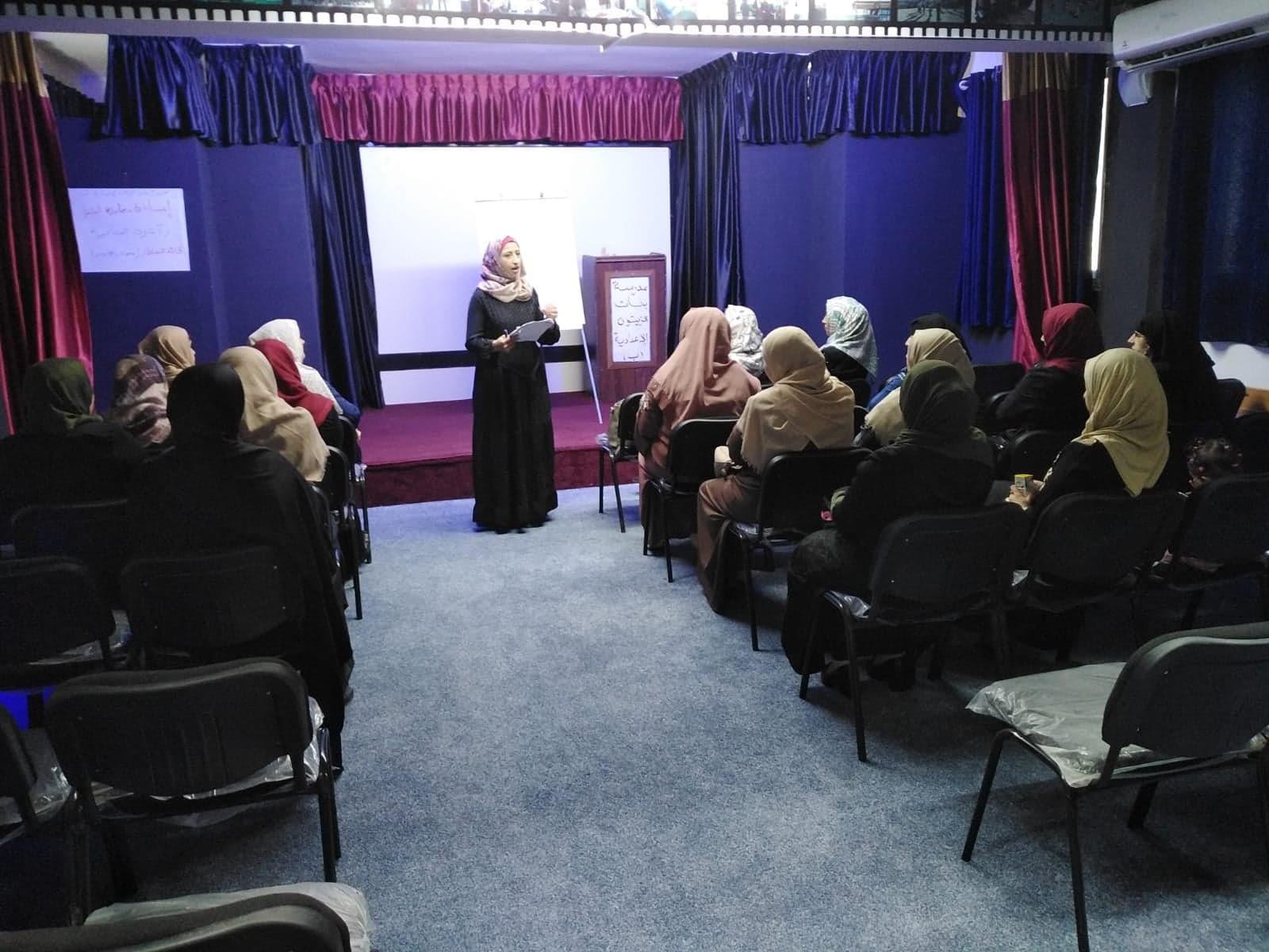 اتحاد لجان المرأة ينفذ لقاءان توعويان في مدرسة بنات الزيتون الإعدادية .
