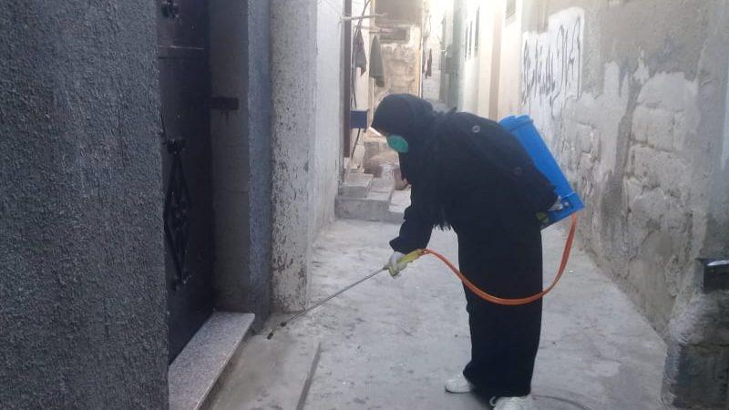 اتحاد لجان المرأة الفلسطينية ينظم حملة تعقيم للأماكن العامة في دير البلح