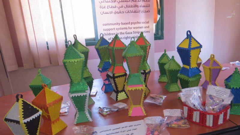 اتحاد لجان المرأة الفلسطينية ينفذ مبادرة توزيع فوانيس رمضان على الاطفال