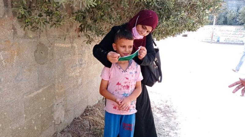 اتحاد لجان المرأة الفلسطينية ينفذ حملة لتوزيع أدوات الوقاية في مخيم النصيرات