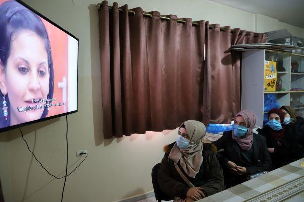 """فيلم """" خارج الإطار """" يسلط الضوء على واقع الفتيات في قطاع غزة."""