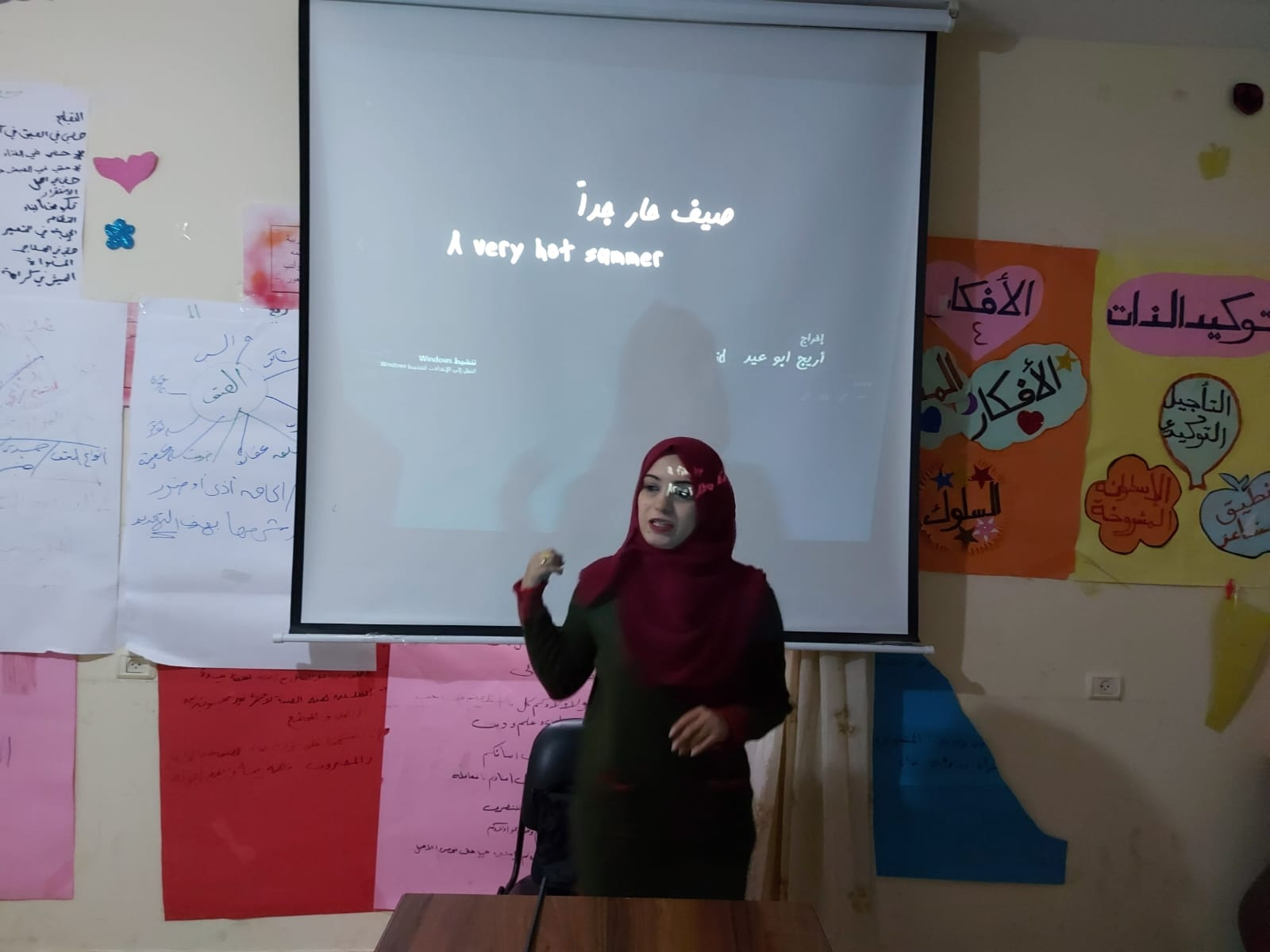 """ضمن مشروع"""" يلا نشوف فيلم"""" اتحاد لجان المرأة الفلسطينية يعرض فيلم صيف حار جدا."""