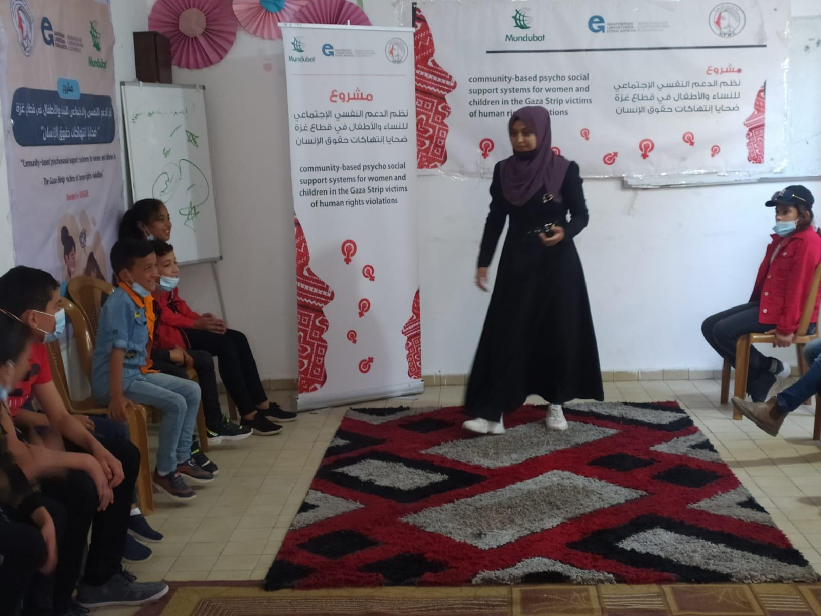 جانب من جلسات التفريغ النفسي للأطفال بعد العدوان الاخير على قطاع غزة