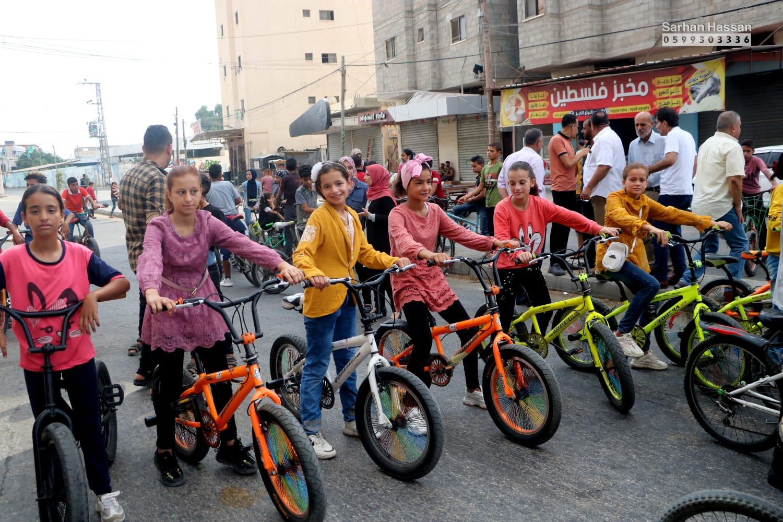 رفح: اتحاد لجان المرأة الفلسطينية ينفذ مارثون الدراجات بمشاركة العديد من الدول الأجنبية .