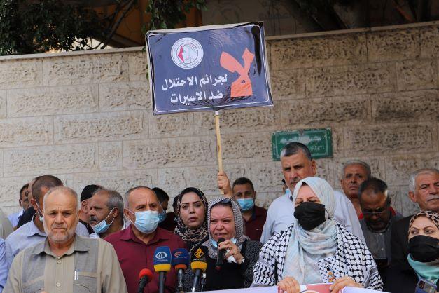 اتحاد لجان المرأة الفلسطينية ينظم وقفة اسنادية للأسيرات والأسرى ويحتفى بحرية جرار